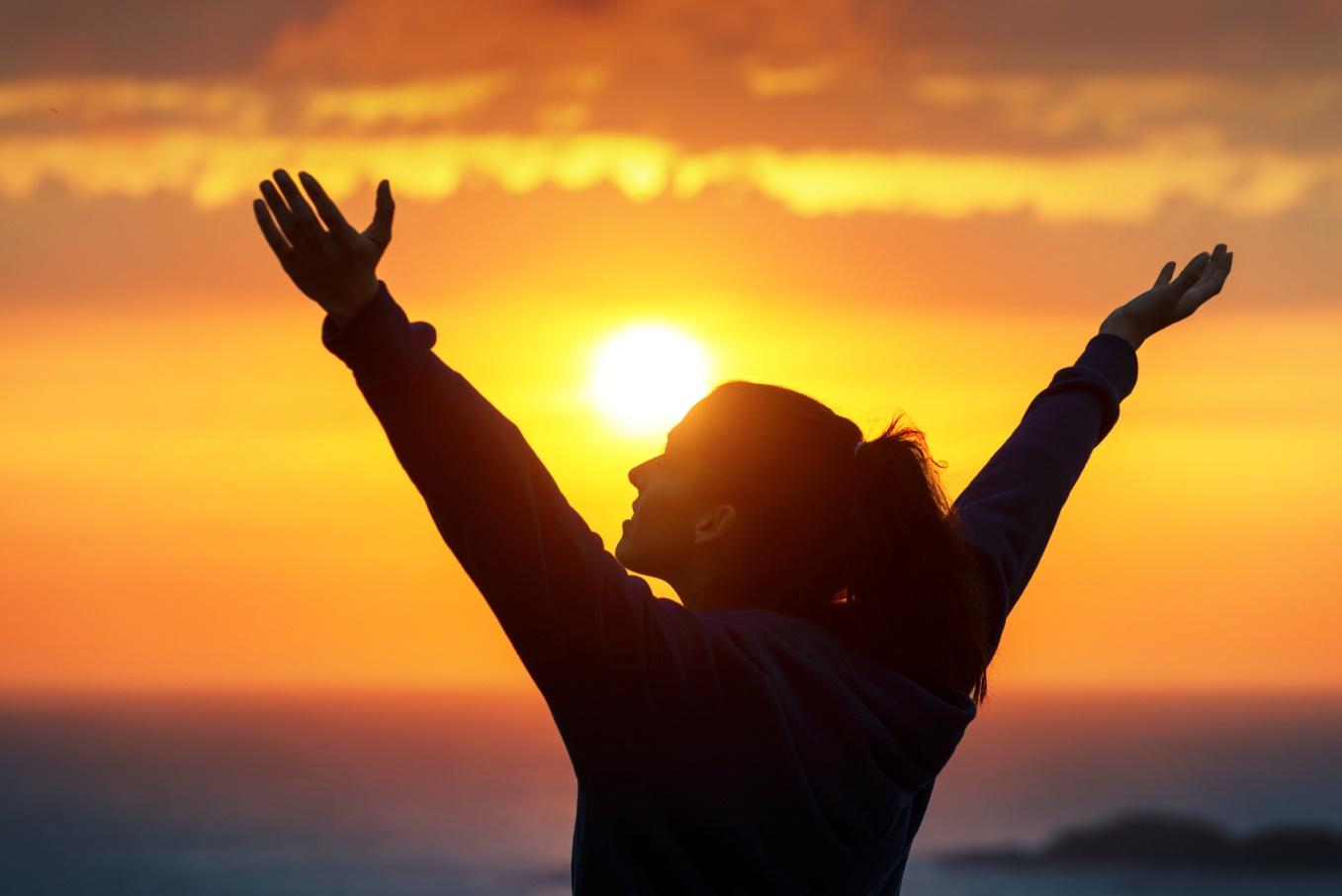 первых фотографиях фото человека держащего солнце секрет делать